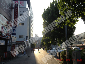 南099:コンセプト八条口外車館パーキング_02